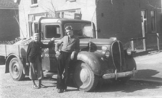 Raadhuislaan 0011 Koning Sam 1949 met Kees en Vrachtauto