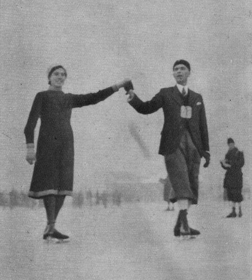 Raadhuislaan 0023 1941 Cees Meeuwig en Mej J Fijnheer Schaatsen