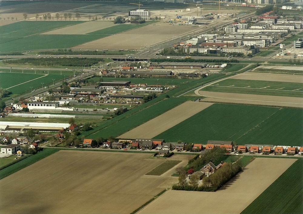 Rozenburg 1991 Luchtfoto vanaf Oosten