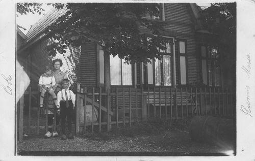 Schipholdijk 0257 1930 met kinderen Resoort