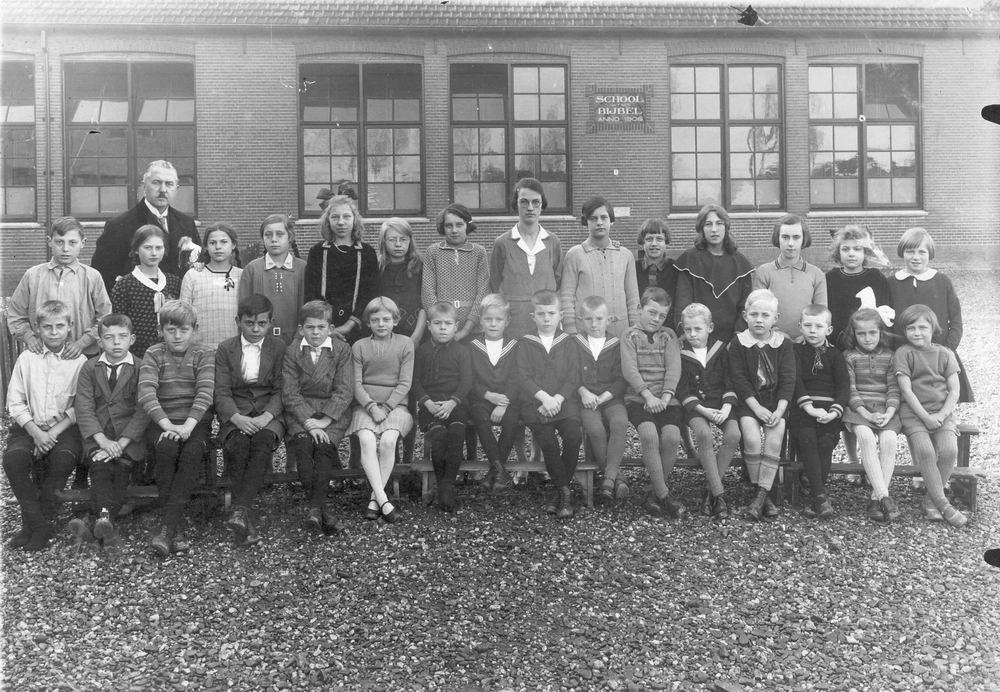 School met Bijbel Nieuw Vennep Schoolstraat 1930 Klas