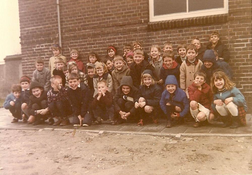 School met Bijbel Nieuw Vennep Schoolstraat 1966-67 Klas 3