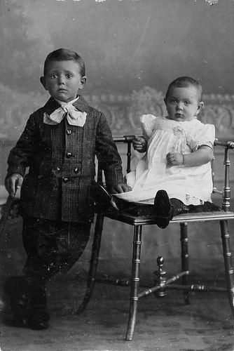 Schouten Antonius Wilhelmus 1906 1910 met zusje Corrie