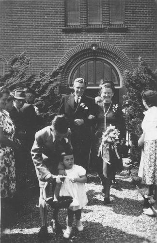 Sluijs_Anneke_van_der_1889_19___Dochter_Tiny_Enthoven_trouwt