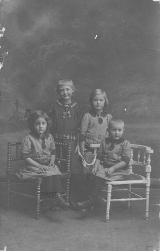 Sluijs_Jan_van_der_1878_1917_4_Kinderen_Portret