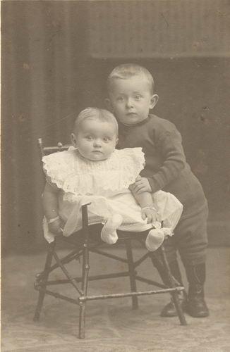 Smit Arie 1910 191_ met broertje Piet bij Fotograaf Dikkenberg in Haarlem