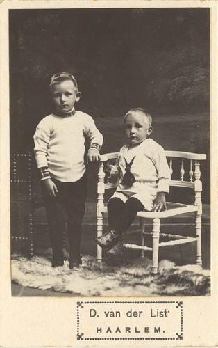 Smit Arie 1910 191_ met broertje Piet bij Fotograaf vd List in Haarlem