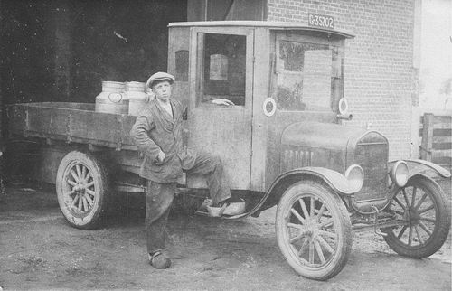 Smit Jan A 1905 19__ Melkrijder bij Herman Koningen