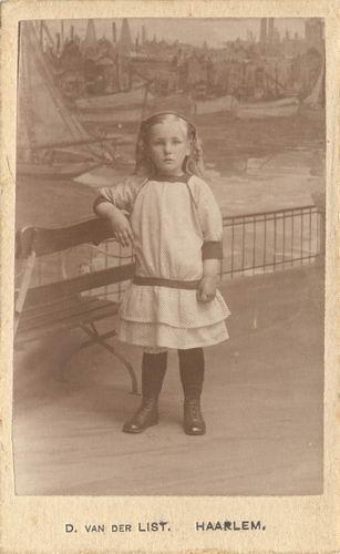 Smit Maartje 1913 191_ bij Fotograaf vd List in Haarlem