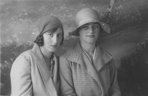 Smit Maartje 1913 191_ met Aad Verbeek bij Fotograaf
