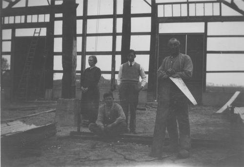 Smit Nicolaas 1877 1933 bij Bouw Golfplaten Schuur