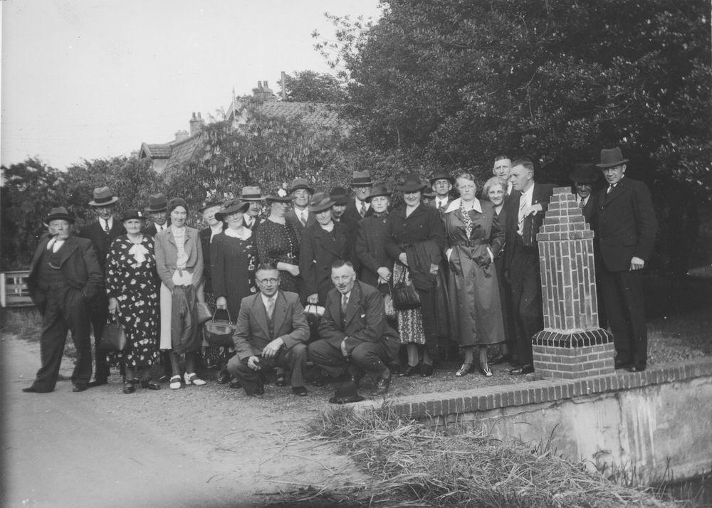 Vijfhuizen Reisvereniging 1939 02 bij Kerkpoort