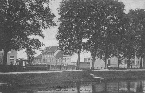 Hoofdweg W 0663a 1912 Postkantoor en Station zonder bank