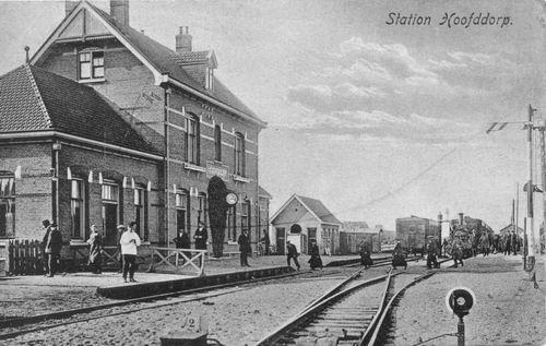 Stationsweg Station 1921 met mensen