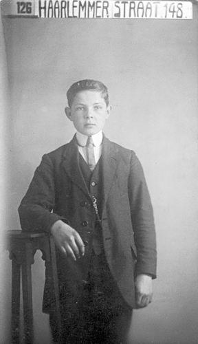 Stokman Harry 1901 19__ bij Fotograaf
