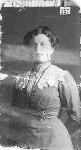 Stout Geertruida H 1889 19__ bij Fotograaf