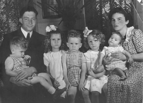 Ter Veenlaan 0002 Kamp gezin met 1e vijf kinderen