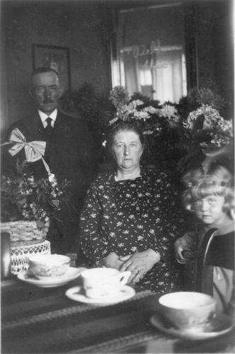 Tichelaar Johannes 19__ met zijn 2e vrouw Marritje Hoogendoorn