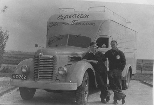 Tienderen Gebr 1958± Vrachtauto met Cor Honcoop