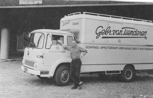 Tienderen Gebr 1960± Vrachtauto met Cor Honcoop