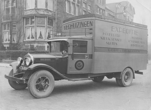 Tienderen Gebr v 19__ Vrachtauto in Amsterdam