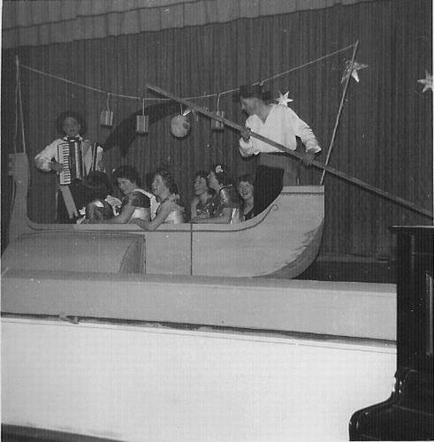 Toneelvereniging Adamson 1946 in Vijfhuizen 01
