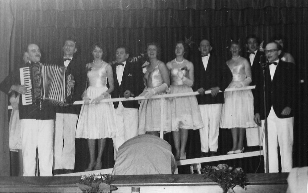 Toneelvereniging Adamson 1946 in Vijfhuizen 06