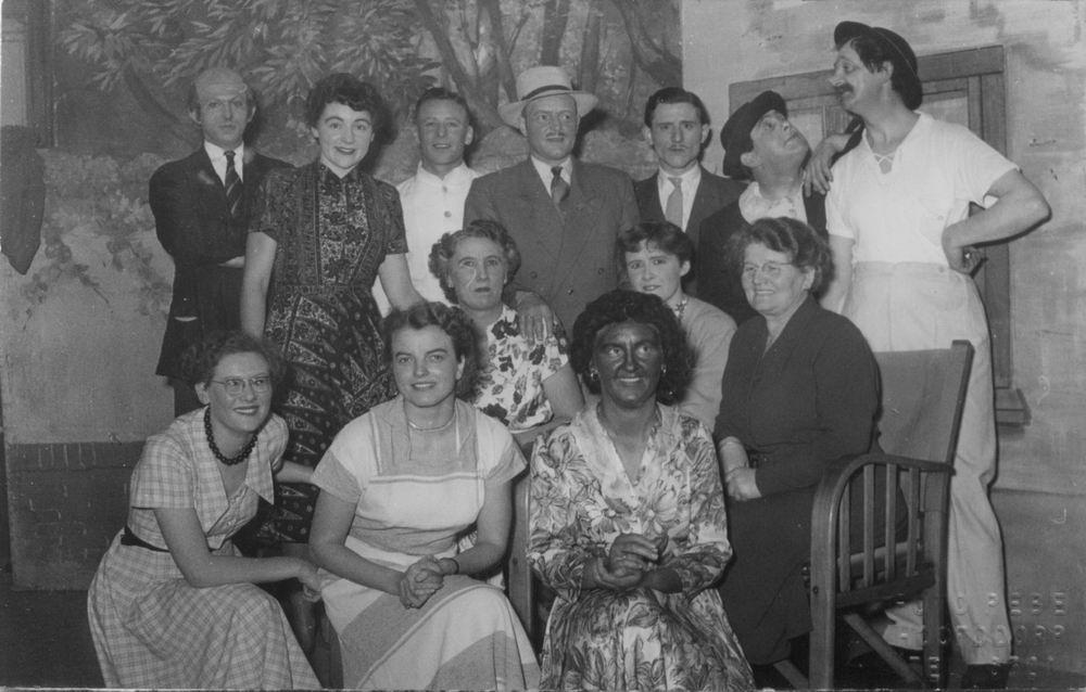 Toneelvereniging Gezellig Samenzijn 1954 met Jan Uithol Sr