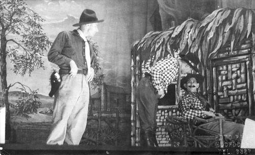 Toneelvereniging Gezellig Samenzijn 1954 met stuk Indianenbloed 11