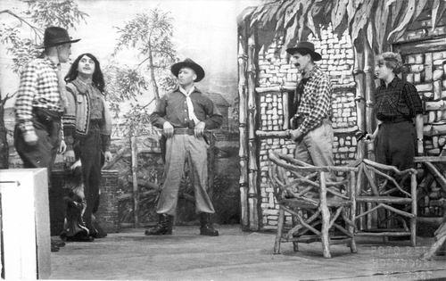 Toneelvereniging Gezellig Samenzijn 1954 met stuk Indianenbloed 30