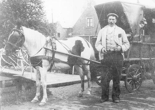 Treur Willem 1866 19__ Kruidenier met Paard en Wagen