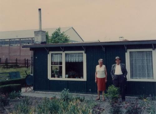Tuinweg Z 0011 19__ met Gerdien en Jan Bosman