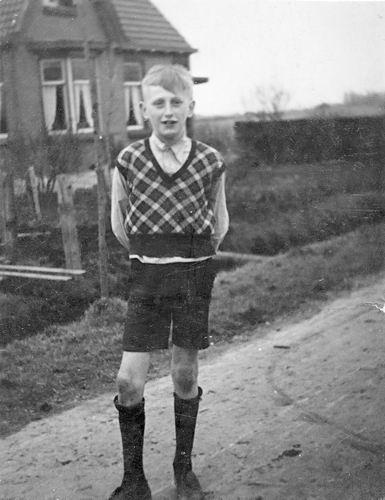 Vastenhout Piet 1945 Schoolfoto aan Kromme Spieringweg