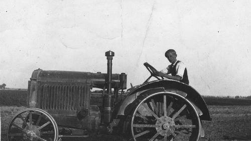 Vastenhout Piet 1947 op Mc Cormick tractor