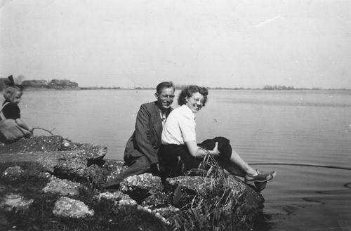 Vastenhout Thijs 1948 met verloofde Ria Zaal