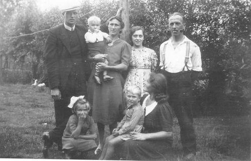 Vellekoop Arie 1902 19__ met oa gezin Cor vd Groef