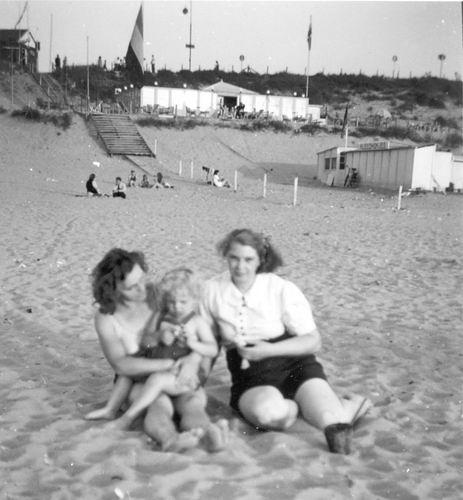 Vellekoop-vd Groef Aal 19__ op het Strand