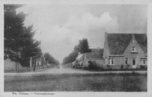 Venneperstraat 1932 met Witte Kruisgebouw