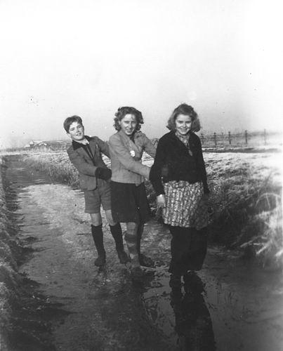 Verschoor Pieter 1931 194_ Schaatsen met Familie 02