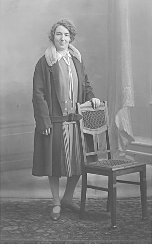 Verschoor-Verzaal Maria 1905 19__ bij Fotograaf