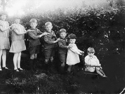 Vertegaal J 1929 Kinderen na verbranden v Stolpboerderij