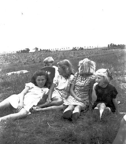 Verzaal-Cardol Catharina 19__ met Familie Kamperen op Heuvel 07