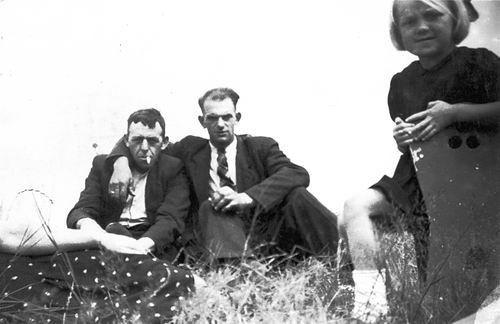 Verzaal-Cardol Catharina 19__ met Familie Kamperen op Heuvel 24