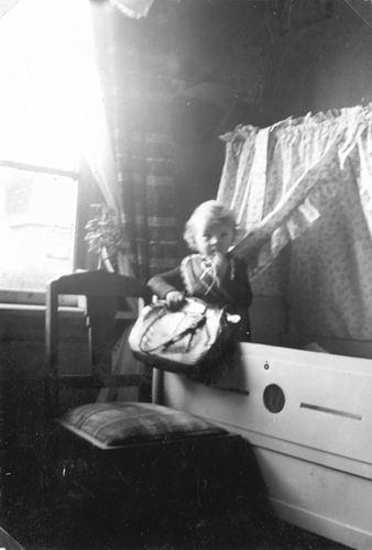 Verzaal Cornelis 1908 19__ dochter Atie v Olphen 02