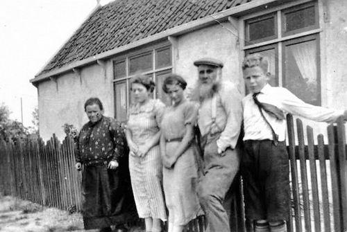 Vijfhuizerdijk 0015 of 18 1937 met fam vd Horst