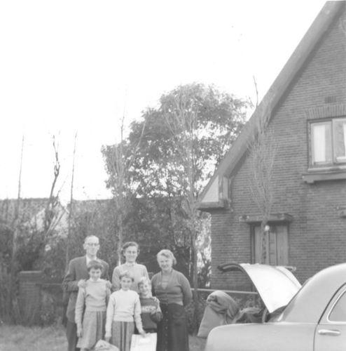 Vijfhuizerdijk 0198 1956 met fam Cor Smit op bezoek
