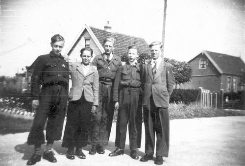 Vijfhuizerweg N 0573-571 1947 met Buurtjongens