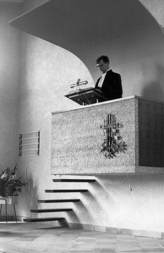 Vijfhuizerweg N 0969 1964 NH Kerk met Ds Oppelaar op Kansel