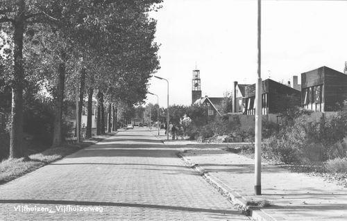 Vijfhuizerweg N 09__ 1974 zicht naar NH Kerk.jpg