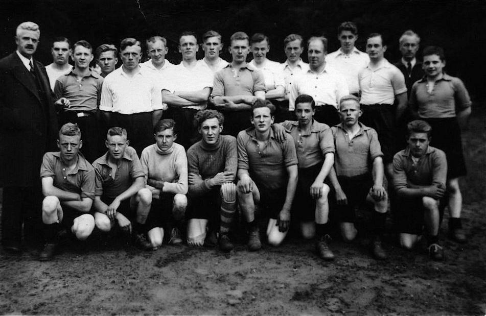 Voetbal Vijfhuizen 1938 met Johan vd Horst